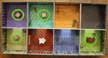 Die vier Objekte müssen in den roten Raum.
